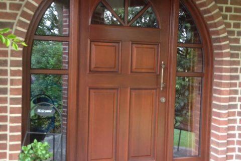 Haustüren mit Bogen